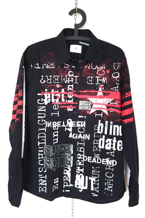 misprint hemd in schwarz, texte in weiss wie zb blinddate. rote spritzer darüber