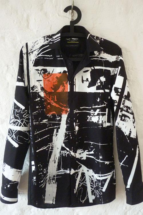 Misprint Hemd in schwarz, Grafikmuster in weiss über das ganze Hemd