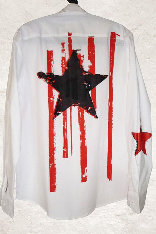 weisses hemd mit roten streifen und großem stern, rückseite