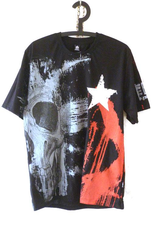 misprint, schwarzes tshirt vollgedruckt mit scull, sterne, spritzer. punkrock