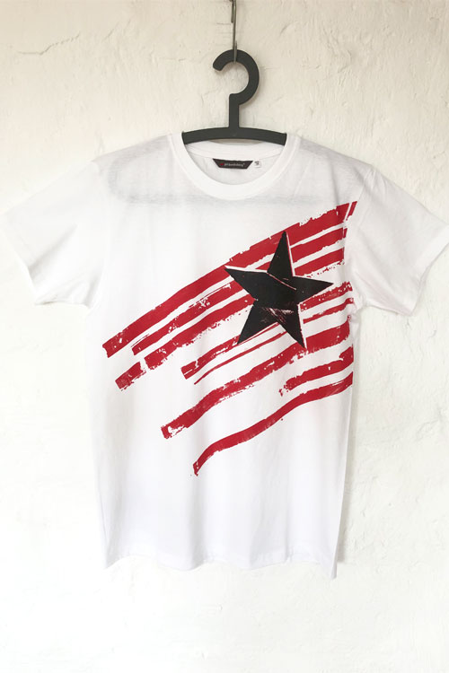misprint, weisses t-shirt mir roten querstreifen und schwarzem stern